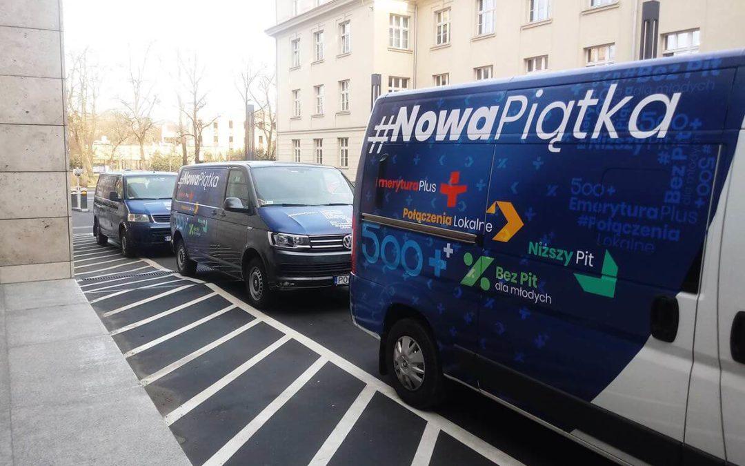Ekspresowe oklejanie samochodów, wydruk materiałów reklamowych – czyli wsparcie Wielkopolskiego Urzędu Wojewódzkiego w Poznaniu
